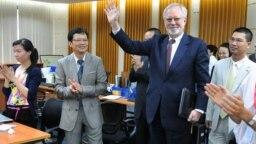 Ông David Shear thăm tòa soạn VnExpress ở Hà Nội khi còn là Đại sứ Mỹ ở Việt Nam, 14/9/2011.