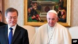 韩国总统文在寅2018年10月18日在梵蒂冈觐见罗马天主教宗方济各