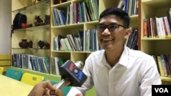 Former RFA reporter Yeang Sothearin talks to VOA at library of a non-governmental organization in Phnom Penh, on August 22, 2019. (Hul Reaksmey/VOA Khmer)