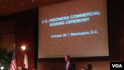 Upacara penandatanganan perjanjian bisnis antara perusahaan-perusahaan Indonesia dan AS, di Kamar Dagang AS, 26 Oktober 2015 (Foto: VOA)