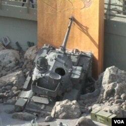 Uništeni izraelski tenk kao eksponat u Muzeju Hezbollaha u Libanu