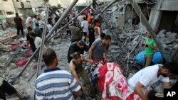 Serangan udara Israel menghantam rumah keluarga Mohammed Al Ghoul di kota Rafah, Jalur Gaza (3/8). Al Ghoul tewas dalam serangan hari Minggu 24/8.