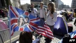 Американцы собираются компаниями, чтобы увидеть трансляцию королевской свадьбы