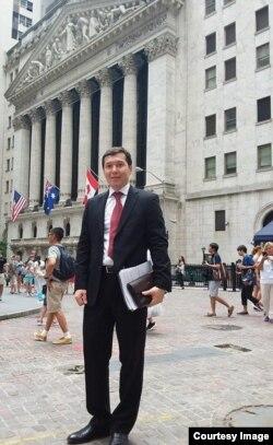 Arobiddin To'raxonov, AQShdagi yirik sug'urta kompaniyalaridan birida moliyaviy tahlilchi
