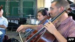 美国和越南音乐家在排练