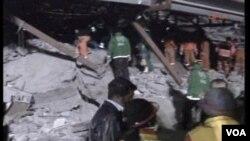 Regu penyelamat berusaha mencari korban gempa susulan di Turki (11/10)