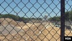 محوطه نشنال مال در پایتخت آمریکا، در دست تعمیر است
