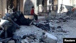 Cảnh hư hại, đổ nát trong khu Harasta của thủ đô Damascus, Syria, 14/7/13