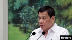 Ngay cả khi đang phát động chiến dịch trấn áp ma túy đẫm máu, ông Duterte vẫn hâm nóng quan hệ với Trung Quốc.
