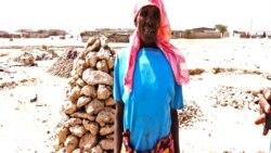 Vendedora de pedra no Namibe