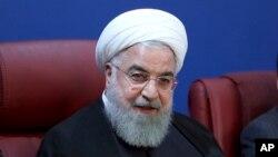 하산 로하니 이란 대통령이 지난 5일 이란 수도 테헤란에서 재무부 관계자들과 회담하고 있다.