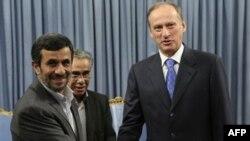 Iranski predsednik Mahmud Ahmadinedžad i sekretar Ruskog bezbednosnog saveta Nikolaj Patrušev 16. avgust, 2011.