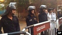 Polisi di Kairo, Mesir (Foto: dok). Pasukan keamanan Mesir telah menembak mati Ashraf Ali El-Gharably setelah ia melepaskan tembakan dan berusaha melarikan diri ketika ia hendak ditangkap di ibukota Kairo.