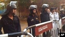 Des policiers au Caire, le 31 octobre 2015.
