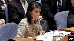 Duta Besar Amerika untuk PBB, Nikki Halley di berbicara pada sidang Dewan Keamanan PBB (foto: dok).