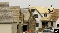 美國經濟復甦遲遲未見起色﹐房地產市場和消費領域又傳出更多負面消息。
