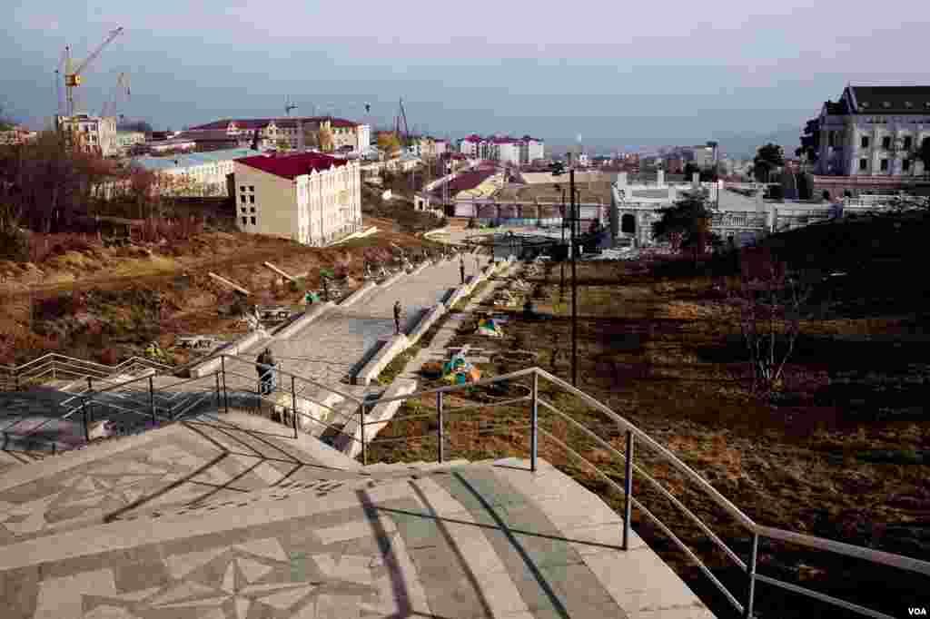 Pemandangan kota di Nagorno. (VOA/U. Filimonova)