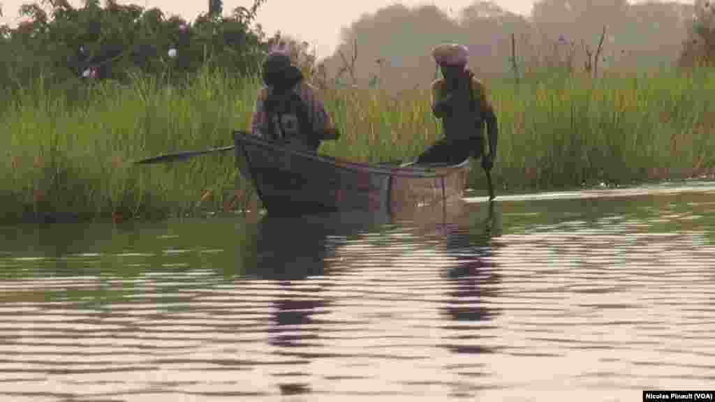 Des pecheurs sur le lac Tchad, Tagal, Tchad, le 24 avril 2017 (VOA / Nicolas Pinault)