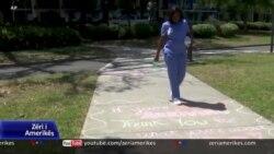 Nju Orleans: Trotuaret përcjellin mesazhe mirënjohjeje për mjekë e infermierë