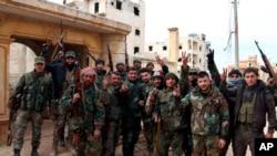 Iabasirikare ba reta ya Siriya bishimira intsinzi ku gisagara ca Aleppo.