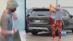 Батько з Техасу танцями піднімає настрій сину під час сеансів хіміотерапії – і підбадьорює усю лікарню. Відео