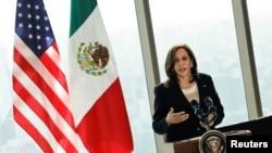 美國副總統賀錦麗在墨西哥城索菲特改革大道酒店內舉行的記者會上發表講話。(2021年6月8日)