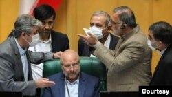 در مجلس که قالیباف رئیس شده، علیرضا زاکانی نیز رئیس مرکز پژوهشهای این نهاد شده است.