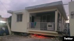 Sebuah rumah terlihat hancur akibat gempa di Guayanilla, Puerto Rico, 6 Januari 2020.