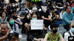 Manifestantes barricados numa universidade Hong Kong. 15 Novembro 2019