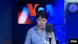FILE - Warangkana Chomchuen during VOA Thai's daily news radio program. (Warangkana Chomchuen)