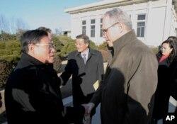 지난 2007년 5월 크리스토퍼 힐 미국 국무부 동아태차관보가 북한의 비핵화 조치를 논의하기 위해 평양을 방문했다.
