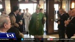 Kryeipeshkvi i Nju Jorkut viziton kishën shqiptare