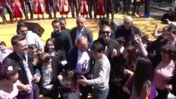 Նիկոլ Փաշինյանի պարը քաղաքացիների հետ՝ Քաղաքացու օրվա առթիվ