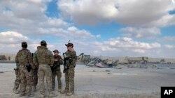 Binh sĩ Mỹ sau vụ tấn công vào căn cứ Ain al-Asad tháng Một năm ngoái.