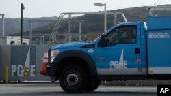 Sebuah truk milik perusanaan pasific Gas & Electric (PG&E) di San Francisco, 20 Februari 2020.(AP Photo/Jeff Chiu)
