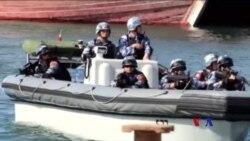 中國海軍移交捕獲的索馬里海盜 (粵語)