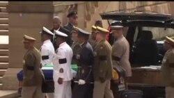 2013-12-11 美國之音視頻新聞: 曼德拉遺體移送到比勒陀利亞公開瞻仰