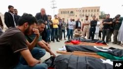 """Le GNA a accusé les forces pro-Haftar d'avoir mené une attaque """"préméditée"""" et """"précise"""" contre le centre de migrants."""