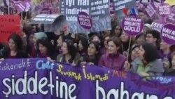 Taksim'de Kadına Yönelik Şiddet Protesto Edildi