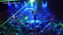 热门乐团用气泡包装观众突破新冠封锁