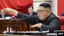 Lãnh tụ Kim Jong Un tham dự một phiên họp của Ban Chấp hành Trung ương đảng Lao động Triều Tiên lần thứ 5.