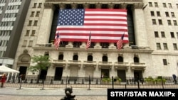 Photo by: STRF/STAR MAX/IPx 2020 11/24/20 Dow Jones hits record high of 30,000 on hopes of Coronavirus Vaccines and Election Stability.