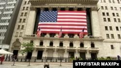 Chỉ số Dow Jones phá kỷ lục, đạt 30,000 điểm vì giới đầu tư lạc quan về vaccine ngừa Covid-19, và tiến trình chuyển giao quyền lực đã bắt đầu sau bầu cử TT Mỹ. Photo by: STRF/STAR MAX/IPx 2020 11/24/20