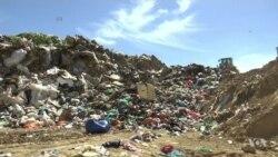 นักธุรกิจหัวใสผลิตสินค้าและเสื้อผ้าจากขยะ