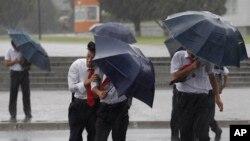 지난 9월 북한 평양에서 태풍 '링링'의 영향으로 비가 내렸다.