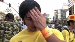 也加入发放T恤行列的何塞·赫尔南德斯是就读洛杉矶大学河边分校的学生