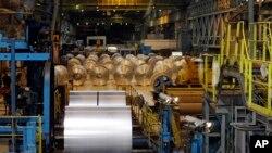 Thép cuộn tại một nhà máy thép ở tiểu bang Ohio, Mỹ