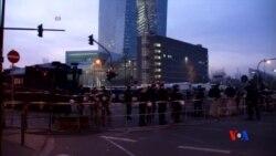 2015-03-18 美國之音視頻新聞:示威者與警方在新歐洲央行總部外爆發衝突