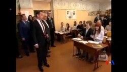 2014-04-01 美國之音視頻新聞: 俄國總理訪克里米亞 撤出部分軍隊