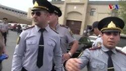 Amerikanın Səsinin jurnalisti Tapdıq Fərhadoğlu aksiya zamanı polis təzyiqi ilə üzləşib